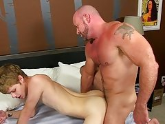 Aaron cute anal fuck at Bang Me Sugar Daddy